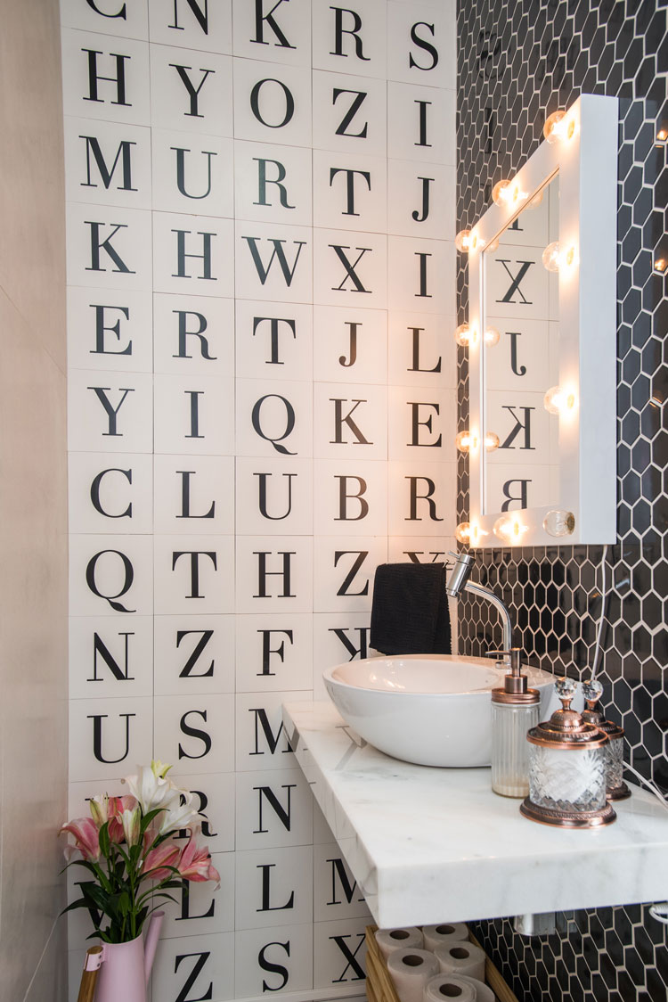 Azulejo de letras Letter e pastilha hexagonal Sixties Black Decortiles